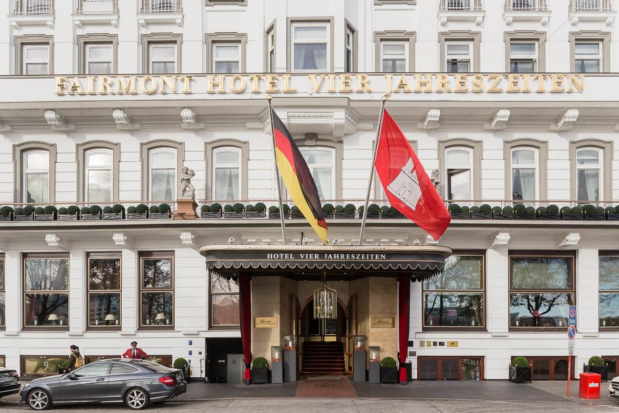 Eingang Fairmont Hotel Vier Jahreszeiten
