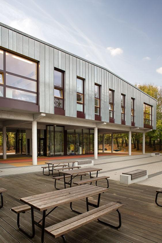 Architekturfoto einer Schule mit Fassade