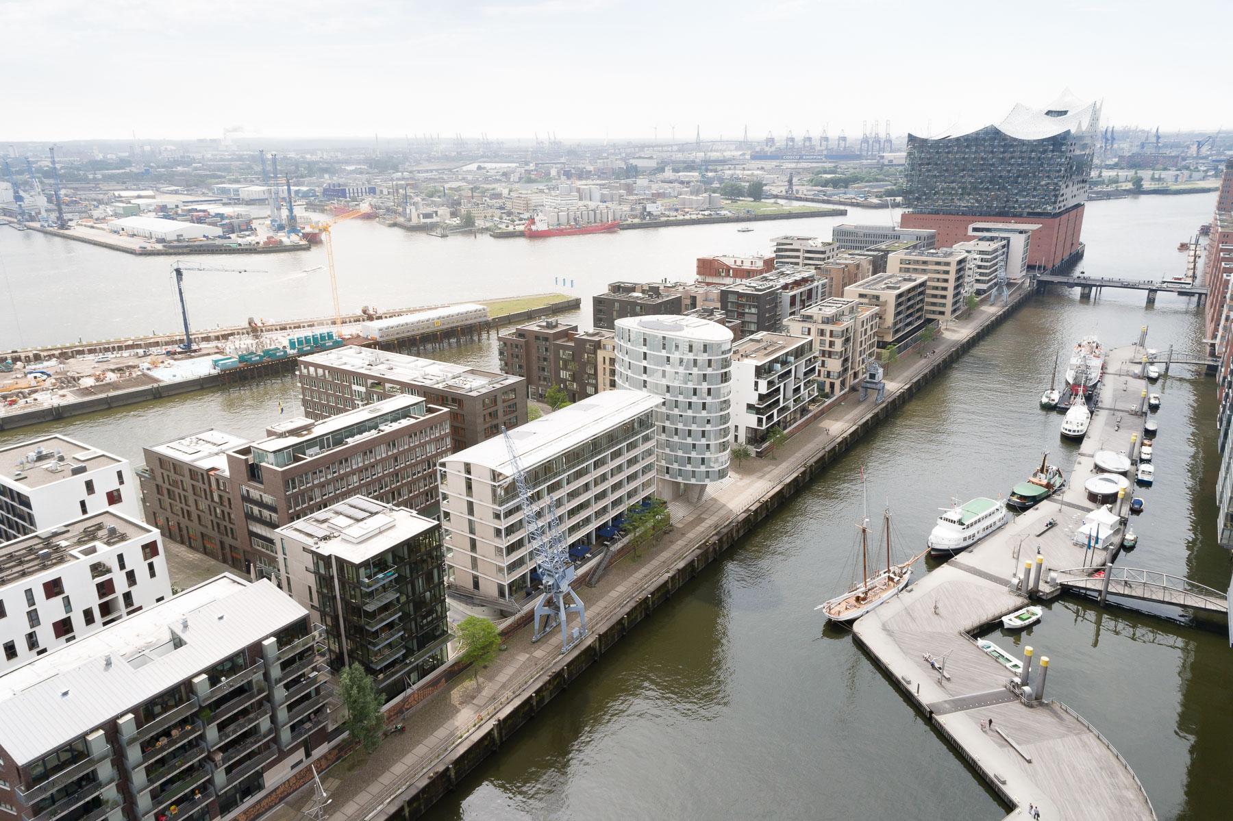 Hamburg Hafencity mit Meßmer Momentum