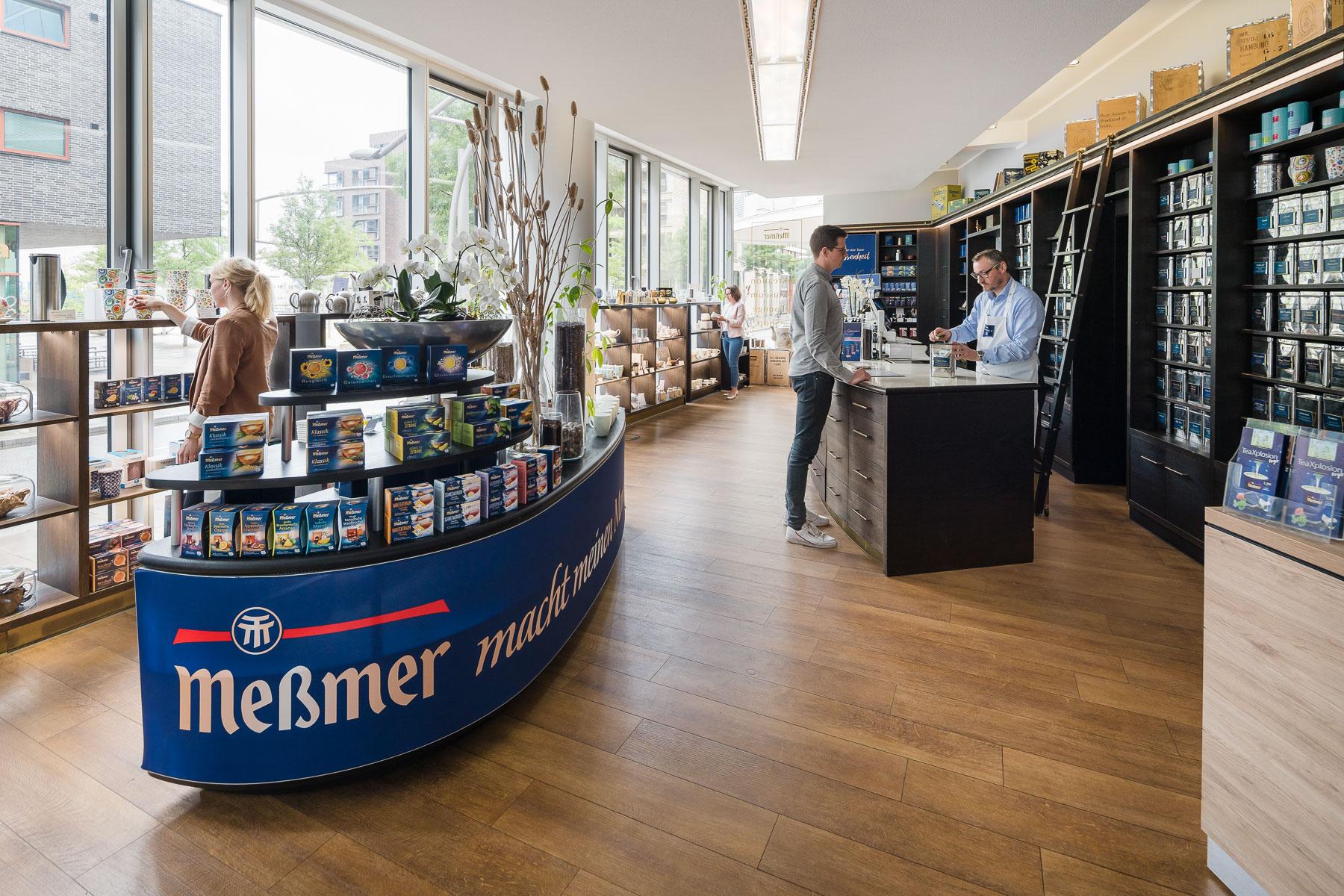 Shop Meßmer Momentum mit Besuchern