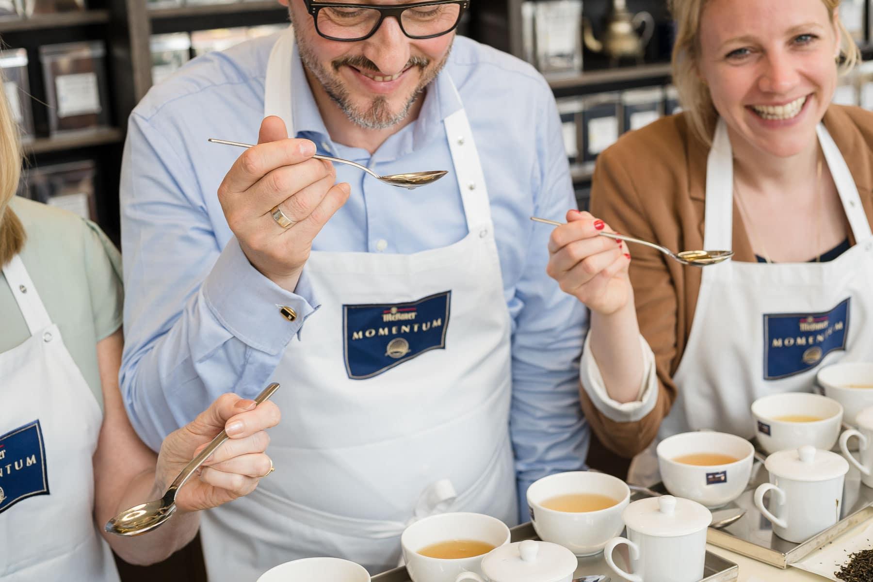 Teeverkostung Foto Meßmer Momentum
